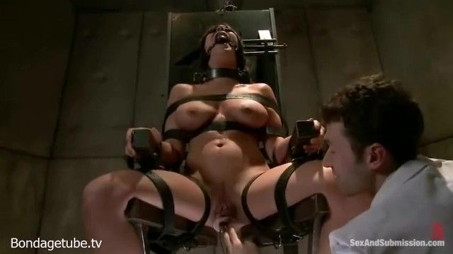 Sadistic doctor toys with and copulates fresh sex villein