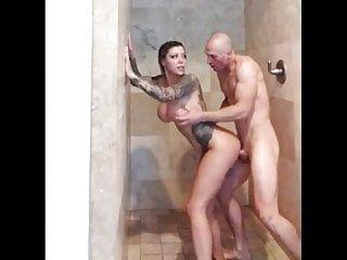 Ragazza tatuata al seno sessualmente eccitata scopata nella doccia