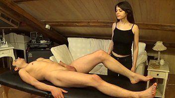 Facciale accidentale sulla melodia dopo un doppio massaggio e una scopata dura