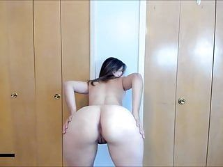 Nude white bitch twerking and engulfing it