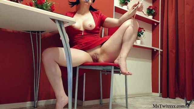 Hawt brunette hair fingering fur pie and teat clamps chopsticks