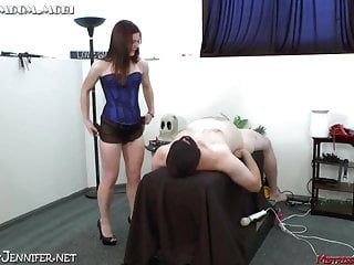 Female-dominator evie femdom with queer unrepining sex serf