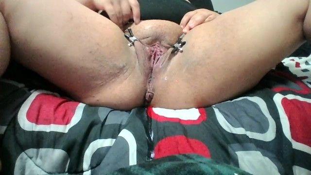 Clamped open love tunnel lips squirting