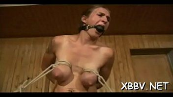 Magníficas escenas de esclavitud mamaria con mujer necesitada en celos