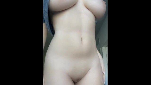 Muffin naturali naturali non professionali e vagina senza peli