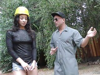 African beauty teanna trump pumped by white builders