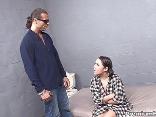 Kristina rose bottino gangbanged in cella di prigione