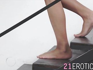 Youthful angel gets cum on her feet after intensive pumping