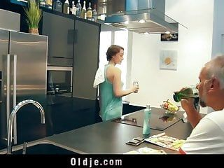 Pervert american hotty banging old geezer in the kitchen