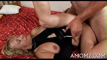 Hawt mommy moans with deep pumping