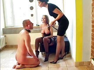 Due mastix che umiliano il loro schiavo
