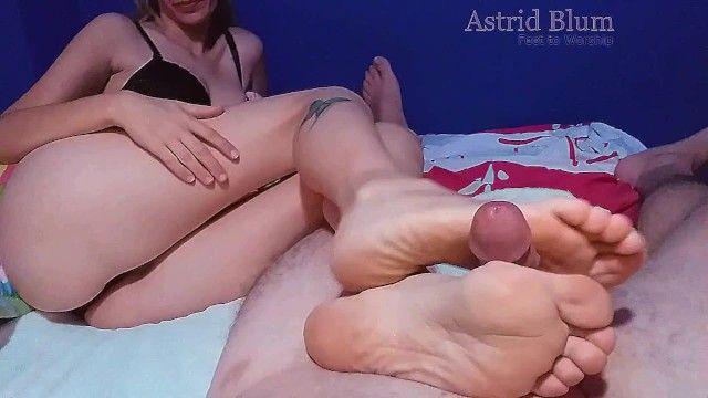Hawt footjob overspread with cum on sole.