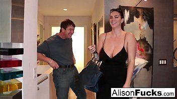 Breasty Alison Tyler rencontre son poisson-chat puis baise son allié