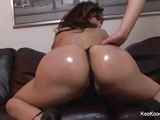 Amy anderssen teases the camera with her booty