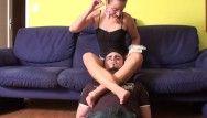 Gli schiavi umiliati ricevono dominato