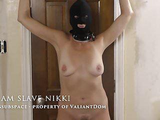 Serf Nikki, primo castigato sulla scena del film